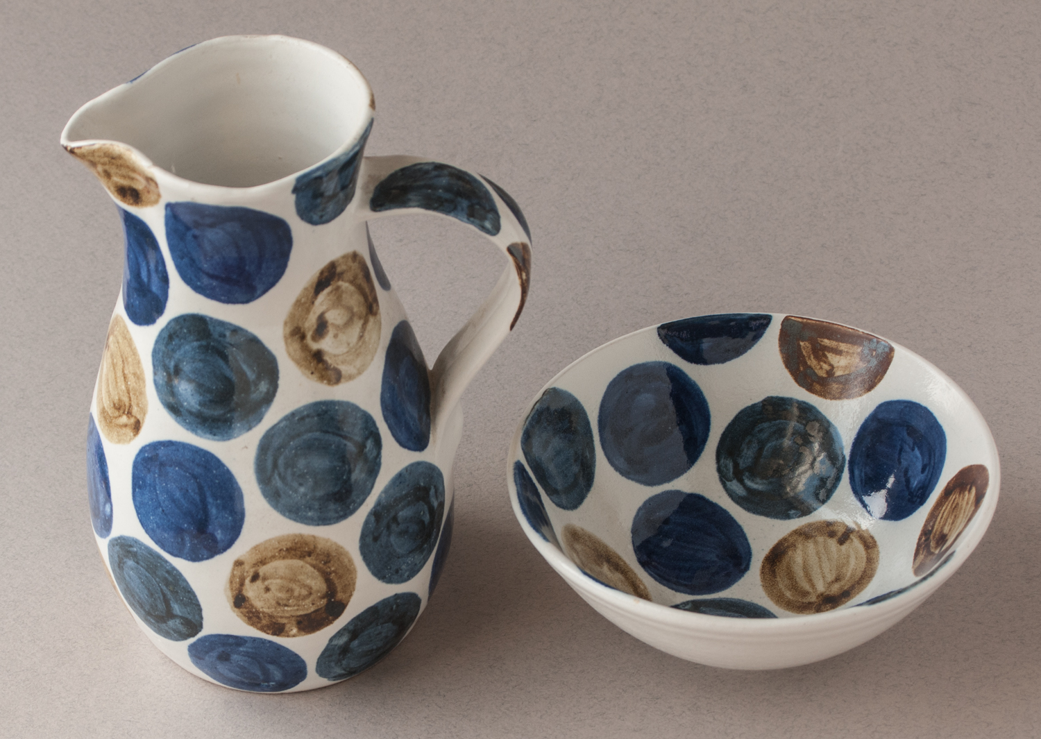 Topsy jewell beautiful bowl and jug with blue circles on