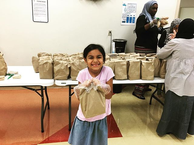 Our friend Sofia came to assist us with the weekly lunch prep! #PDlovesthekids 🤗 #feedcincy #pdcincy #communityservice #philanthropy #givingback #OTR #washingtonpark #cincinnati #homelessness