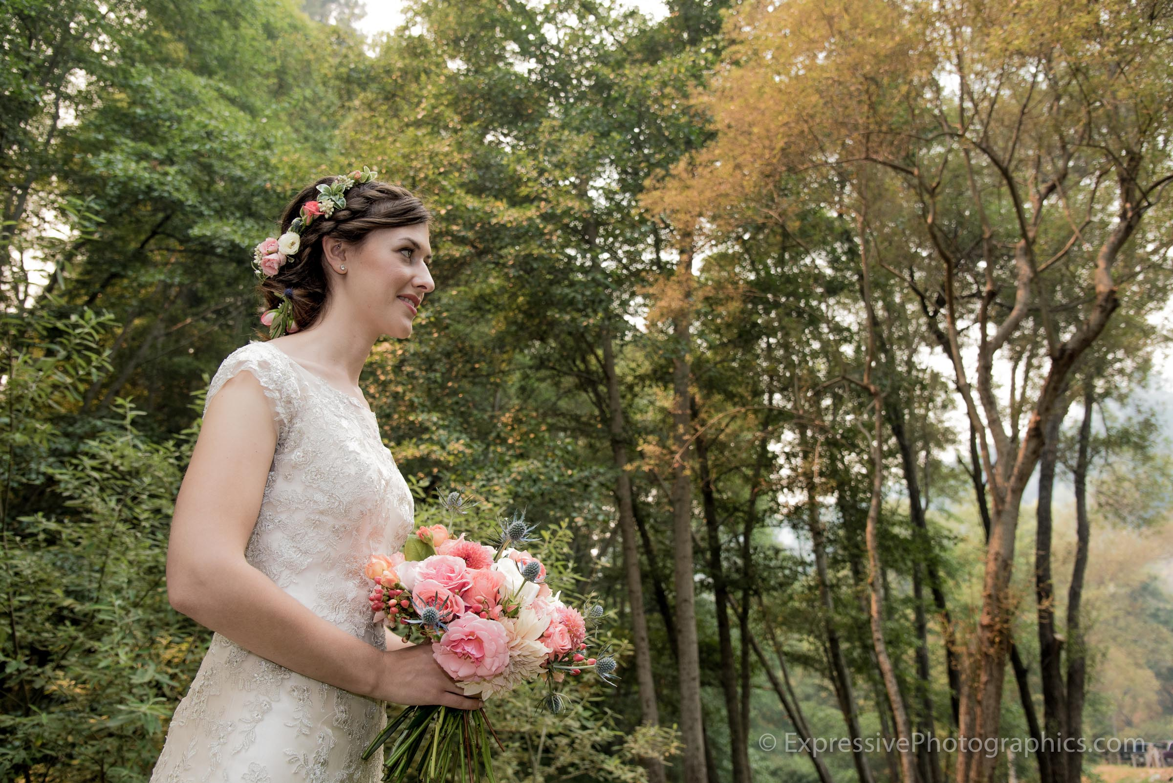 Expressive-Photographics-bride-in-forest-with-bouquet-20160723_0181.jpg