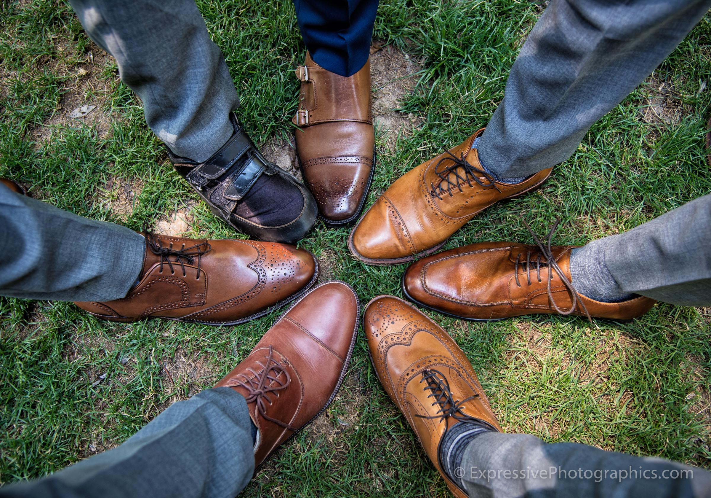 Expressive-Photographics-wedding-groomsmens-shoes-20160723_0046_R.jpg