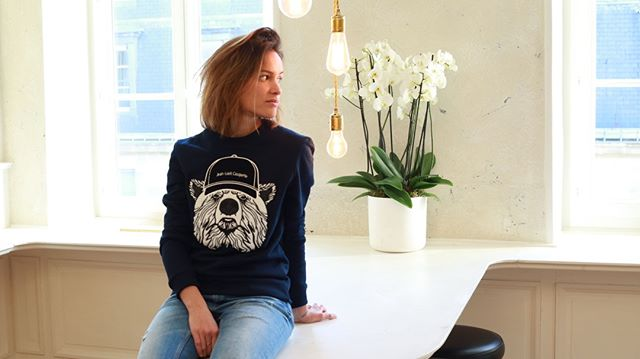 Sweat Ours Blanc @jeanlouiscasquette Available in store now. Link in bio⠀ ⠀ #bouclette #sweatshirt #coupedroite #broderie #jlcparis