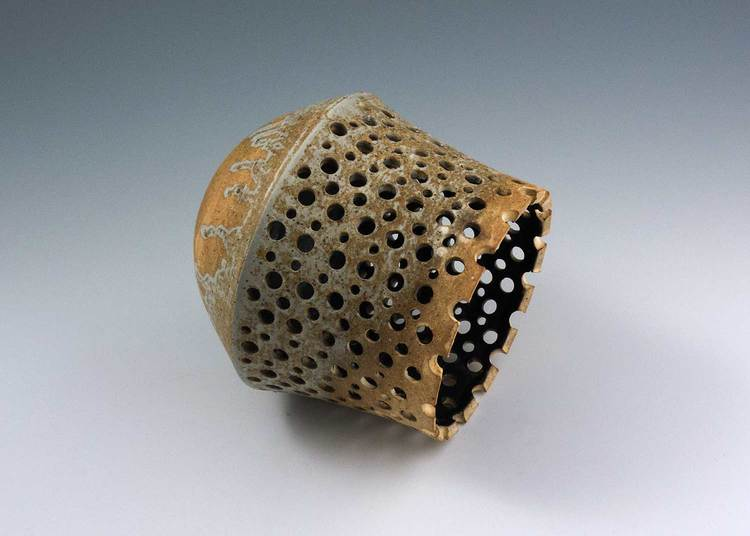 side-view-of-vase-with-holes.jpg
