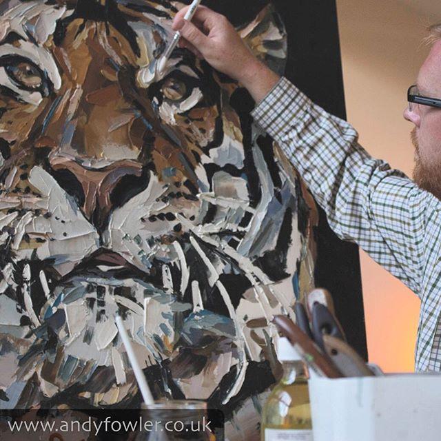 Website photo shoot... #tiger #tigerpainting #palletknifepainting #oilpainting #painting #wildlifeart #wildlifeartist #andyfowler #andyfowlerart #andyfowlerartist