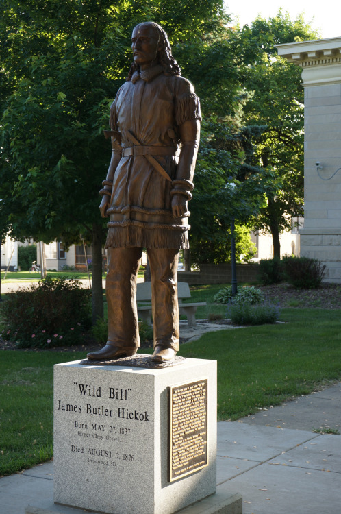 Statue of Wild Bill Hickok in Mendota, IL.