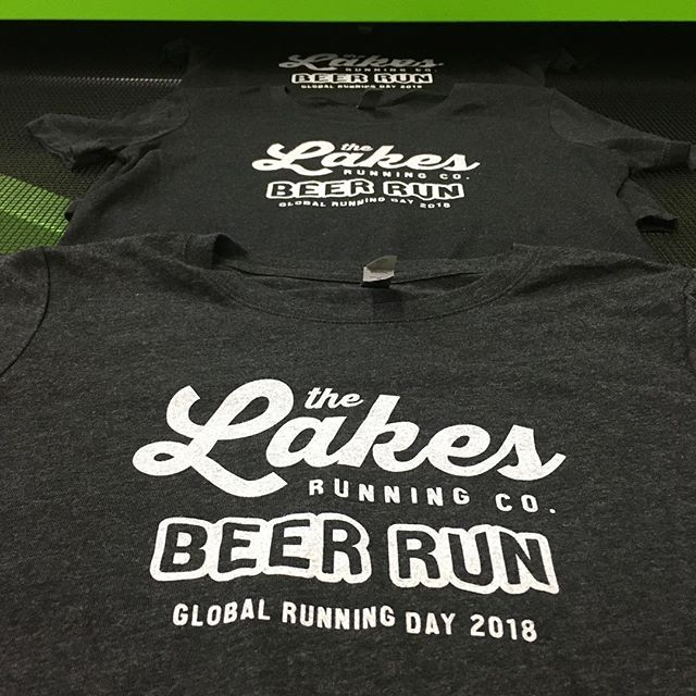 B, double-E, double-R, U, N. @lakesrunningco Beer Run tees headed into the oven. #toddsnider #beerrun #nationalrunningday #lakesrunningco #screenprinting #ROQ