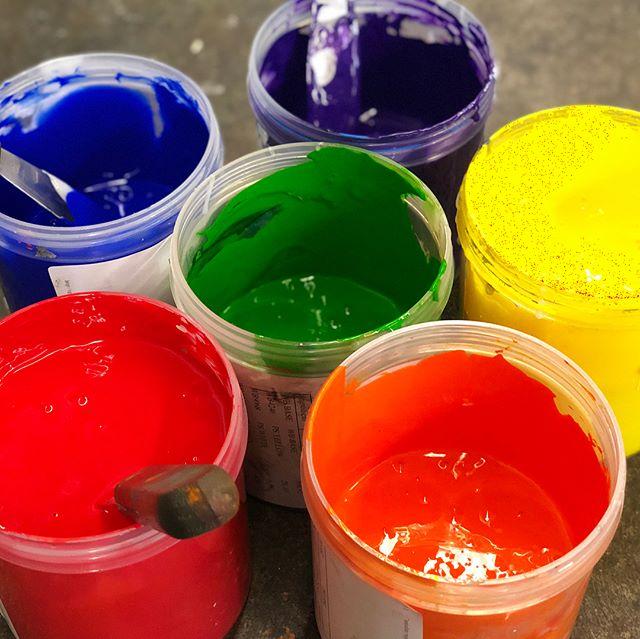 Setting up and printing rainbows = good fun. Cleaning up after printing rainbows, not as much —- . #rainbows #waterbased #screenprinting #pride🌈