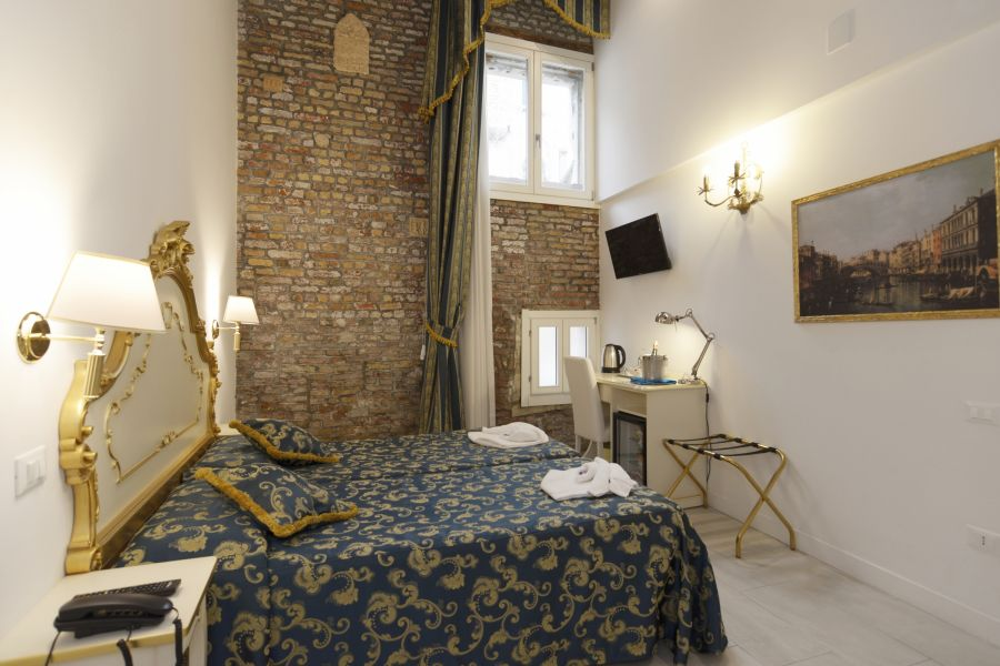 Al Mascaron Ridente, Venice, Italy