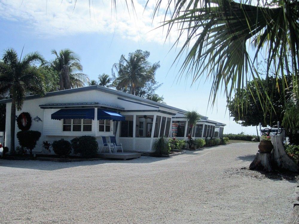 Tropical Winds Beachfront Cottages, Sanibel, Florida