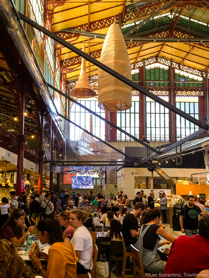 Lunch crowd at the Mercato Centrale, Florence, Italy