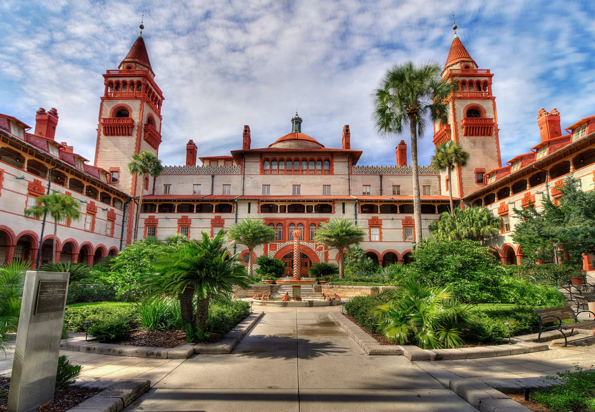 Hotel Ponce de Leon at Flagler College, photos Wikipedia Commons
