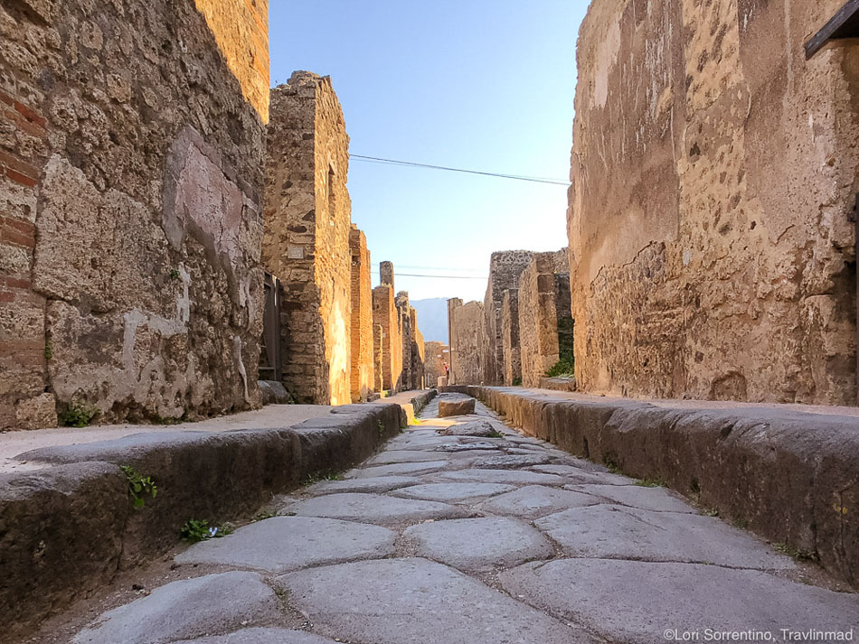 Streets of Pompeii, Photos: Travlinmad