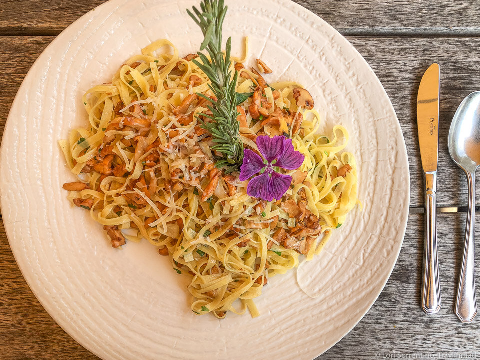 Fettucine with fresh porcini mushrooms