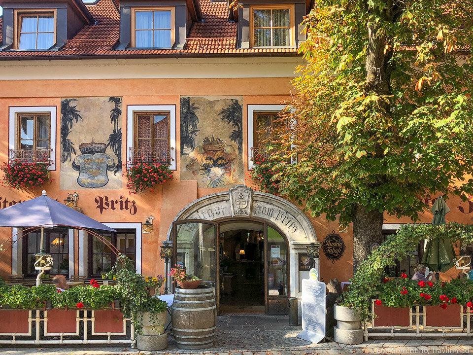 Hotel and Restaurant Zum Schwarzen Bären (Black Bear Inn), Emmersdorf an der Danau in the Wachau Valley