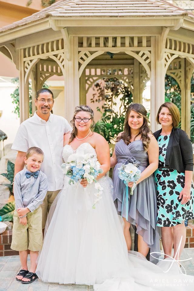 Bride's family photos  | Ariel Dawn Photography | www.arieldawnphotography.com