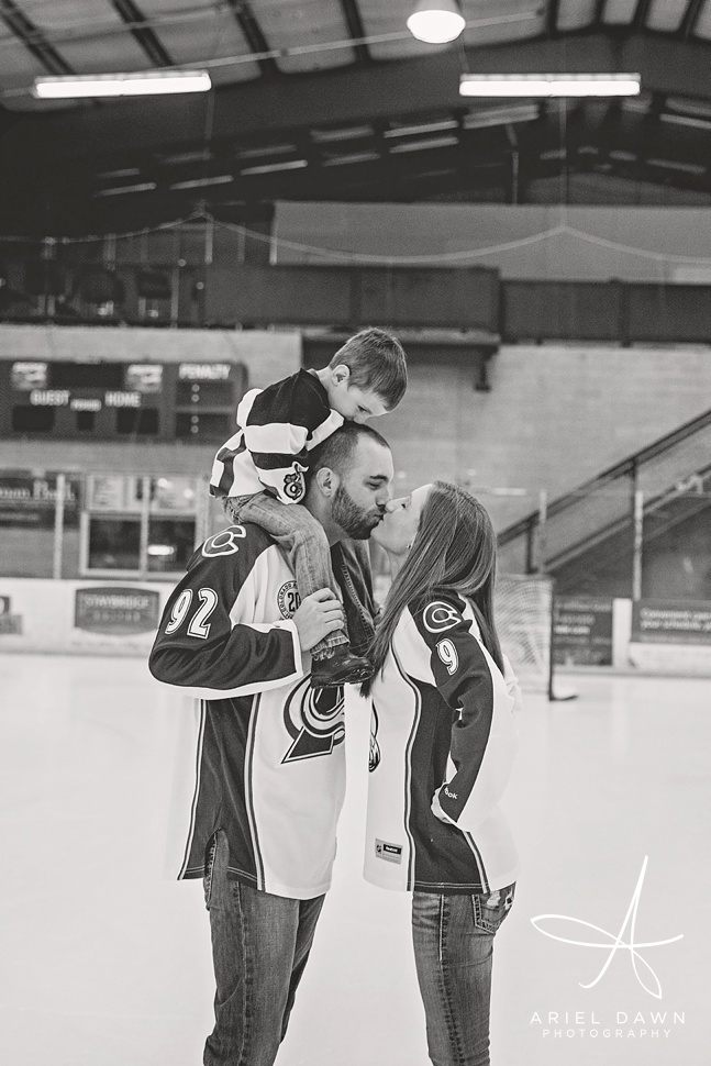 HockeyEngagementPhotos_GreatFalls_Montana_Photographer_18.jpg