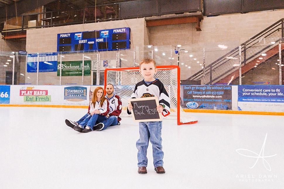 HockeyRinkEngagementPhotos_03.jpg