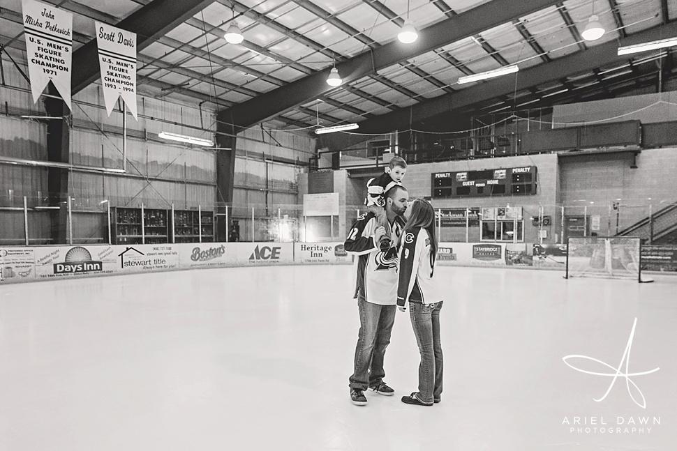 HockeyRinkEngagementPhotos_07.jpg