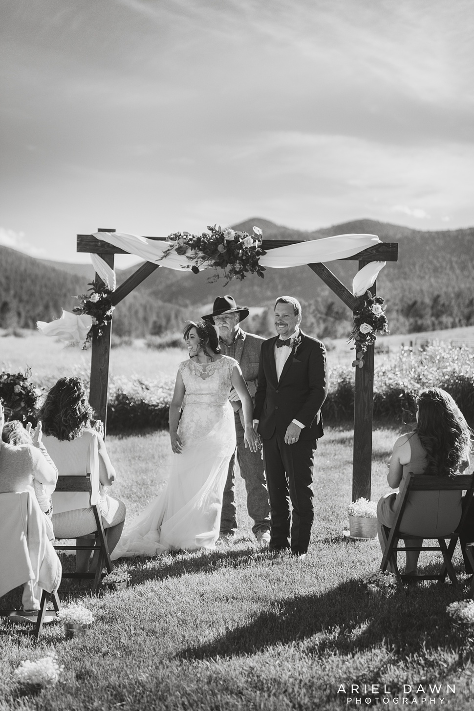 Central Oregon Summer Wedding_19.jpg
