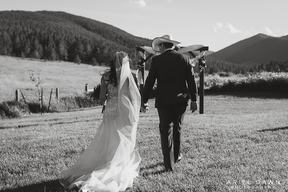 Central Oregon Summer Wedding_28.jpg
