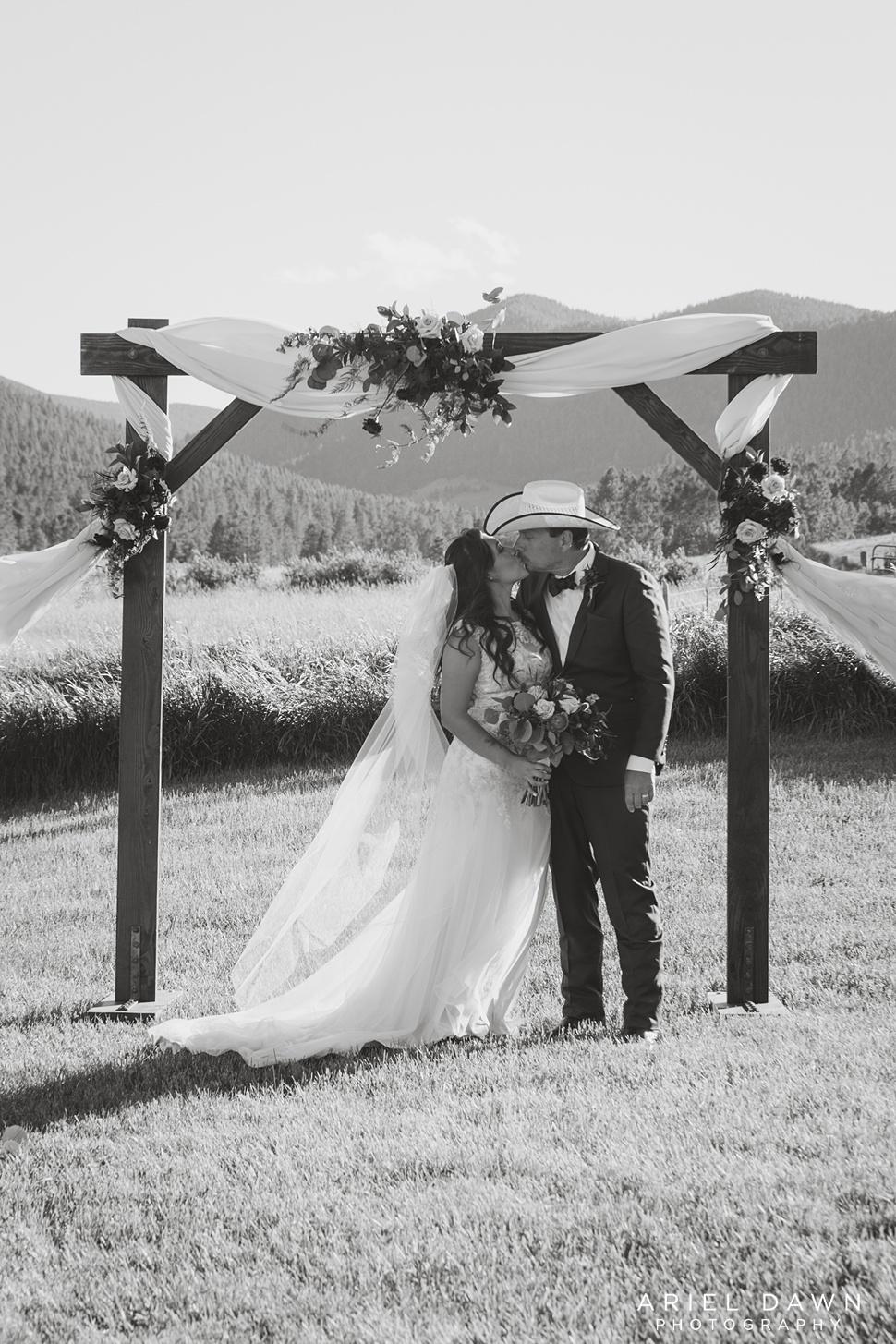 Central Oregon Summer Wedding_32.jpg