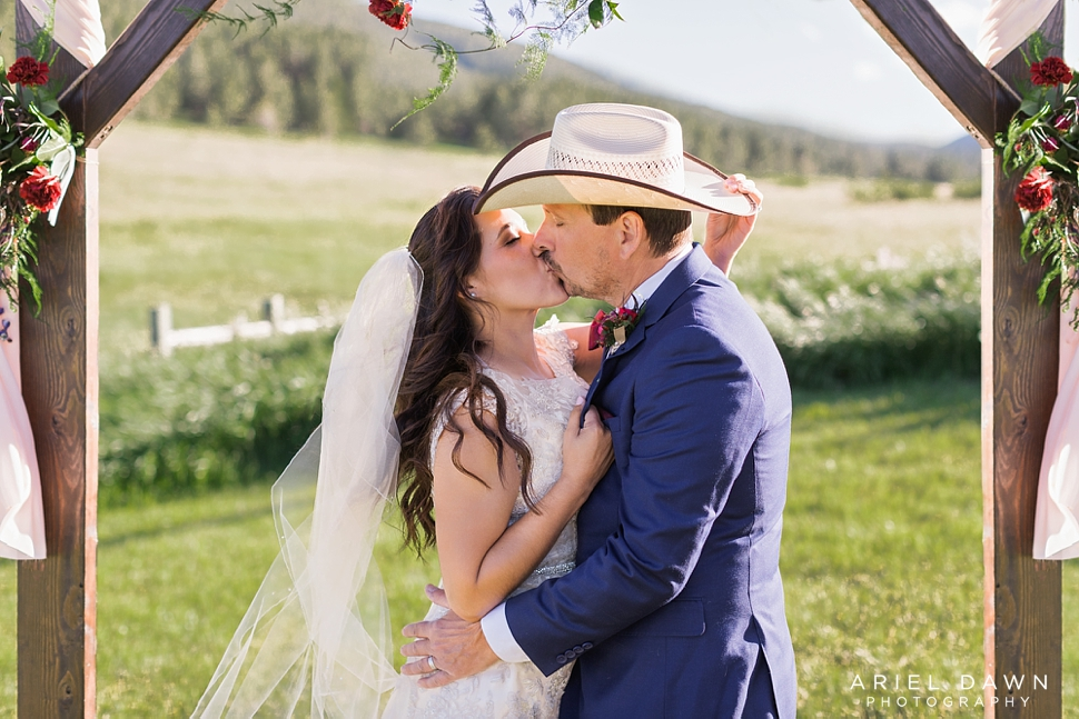 Central Oregon Summer Wedding_37.jpg