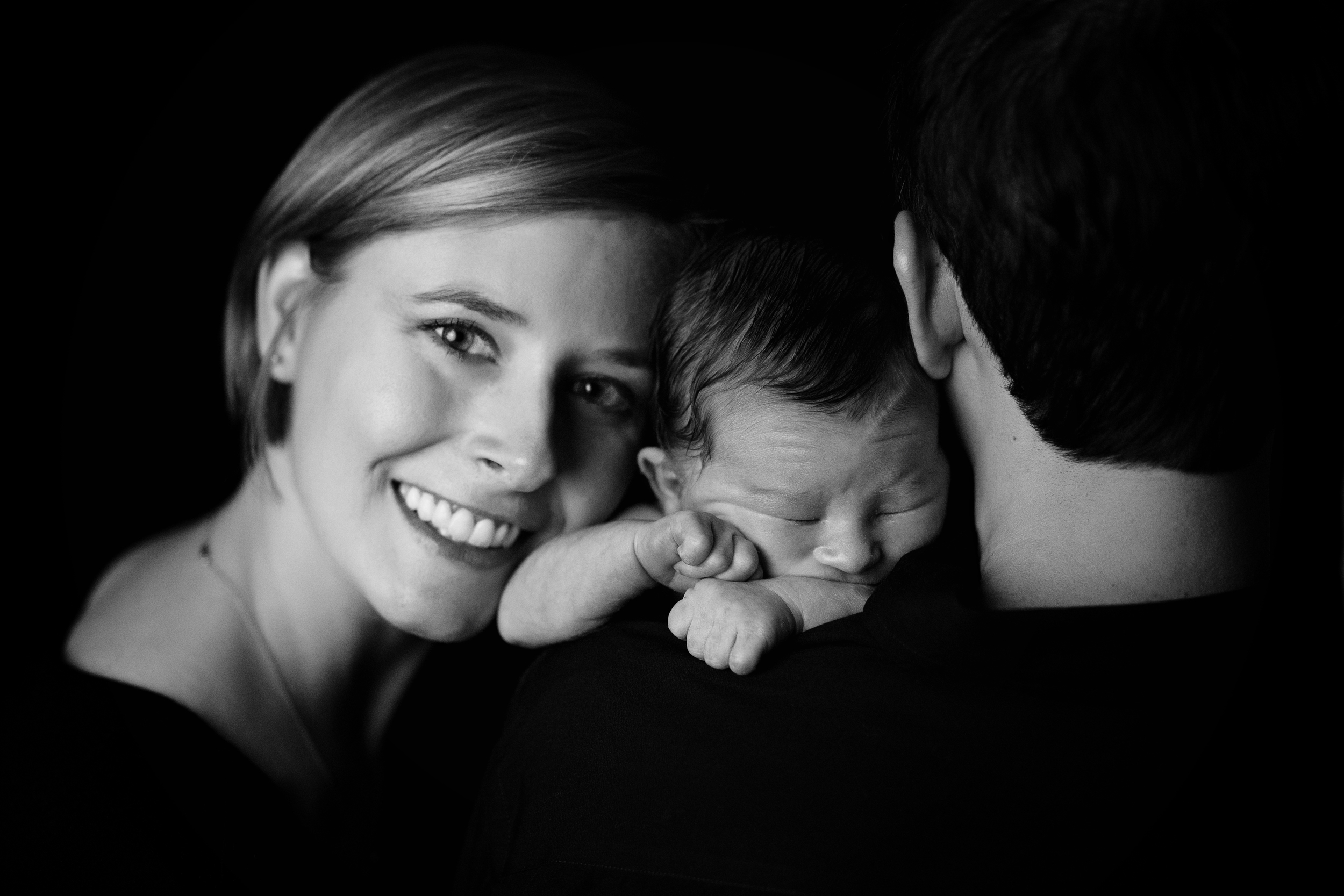 Newborn-Photographer-Kate-Montaner-Photograhy-dad-and-mom-on-bed-with-dog-sailing-flag (17).jpg