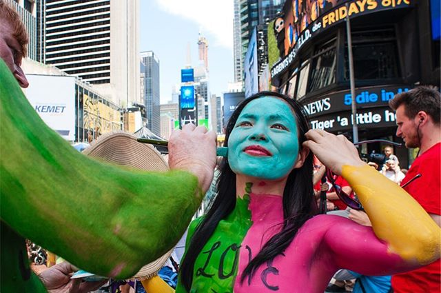 Protest Against Divisiveness - Body Painted at Times Square.  It was a call for unity and a celebration of our differences. Every day people young, old, men, women stand in public with a simple message of unity painted on their body to show their commitment to human connection. We tend to focus on differences... we should keep in mind that some differences are only skin deep. There is only one human race! #humanconnectionarts . . . #documentaryphoto  #shared_streetlife_moments #aspstreetphotography #streetphotography_color  #streetfinder #gettyreportage  #documentaryphotography  #thestreetphotographyhub  #challengerstreets #thesestreetsmag #gf_streets #life_is_street #street_avengers #ig_street #documentingmen  #somewheremagazine  #eyeshotmagazine #dreaminstreets #streetlife_award #everybodystreets  #shared_streets #documentingwomen  #protest  #rawstreetphotogallery #instamagazine #streetdreamsmagazine #street_perfection #streetportraits