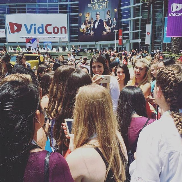 @rclbeauty101 just stepped outside for some fresh air and sunshine 🔆 #vidcon2016