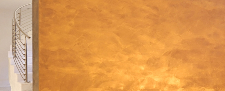 Stucco with Gold Reflection - Aureum