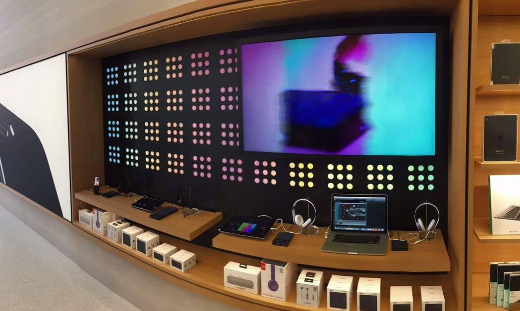 Oxford St Apple Store
