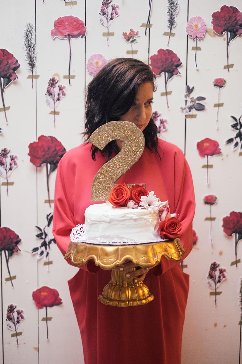 diy gold cake topper flower cake wedding backdrop diy flowers amy parker anderson parker etc