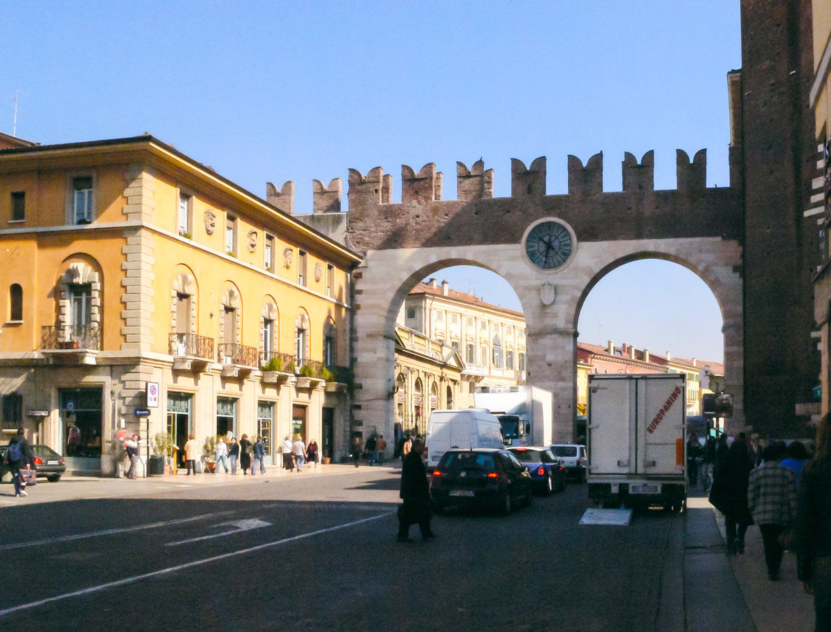 Town gate on the Corsa Porta Nuova - Verona, Italy