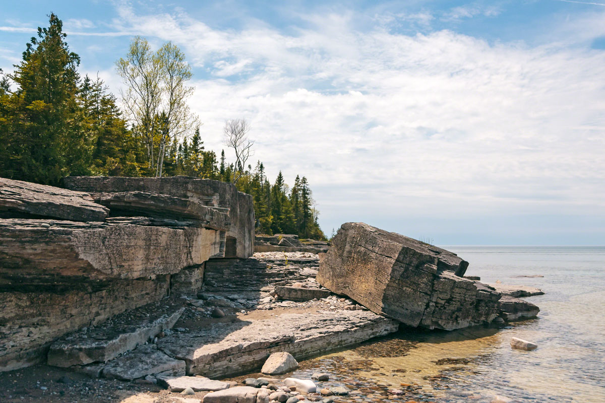 manitoulin-island-ontario-canada-providence-bay-lake-huron-rocky-shore-water-forest