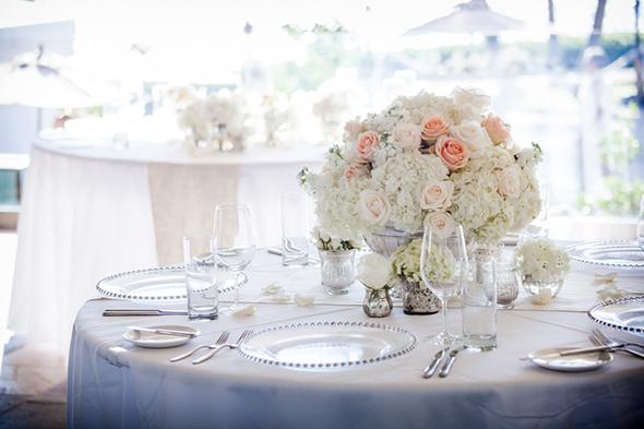 peach-and-white-wedding-flowers.jpg