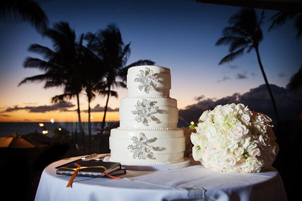 white-destination-wedding-cake.jpg