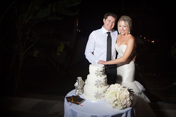 white-wedding-cake.jpg