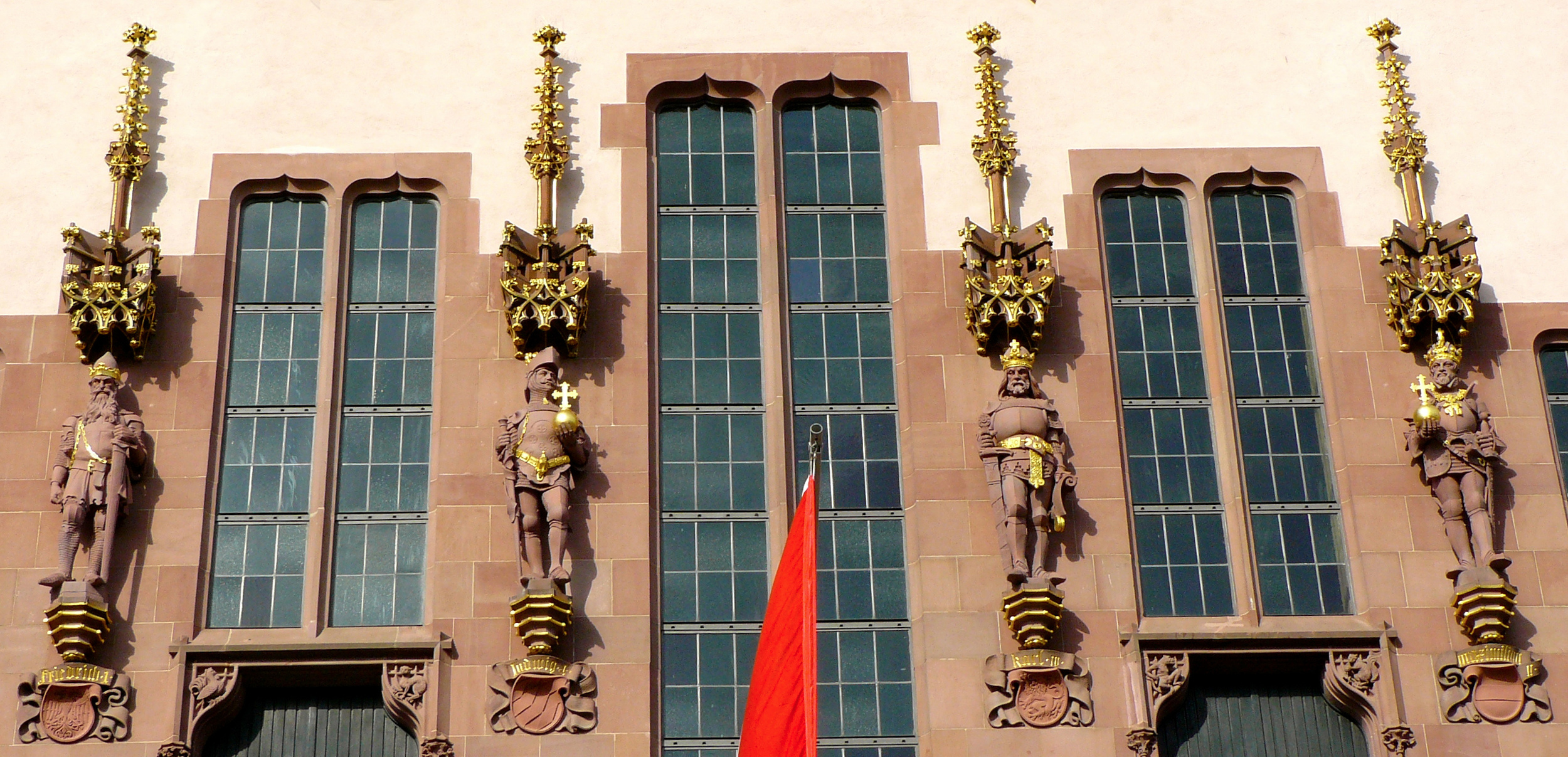 Facade details showing (left to right):Friedrich Barbarossa, Ludwig I, Karl III, and Maximilian