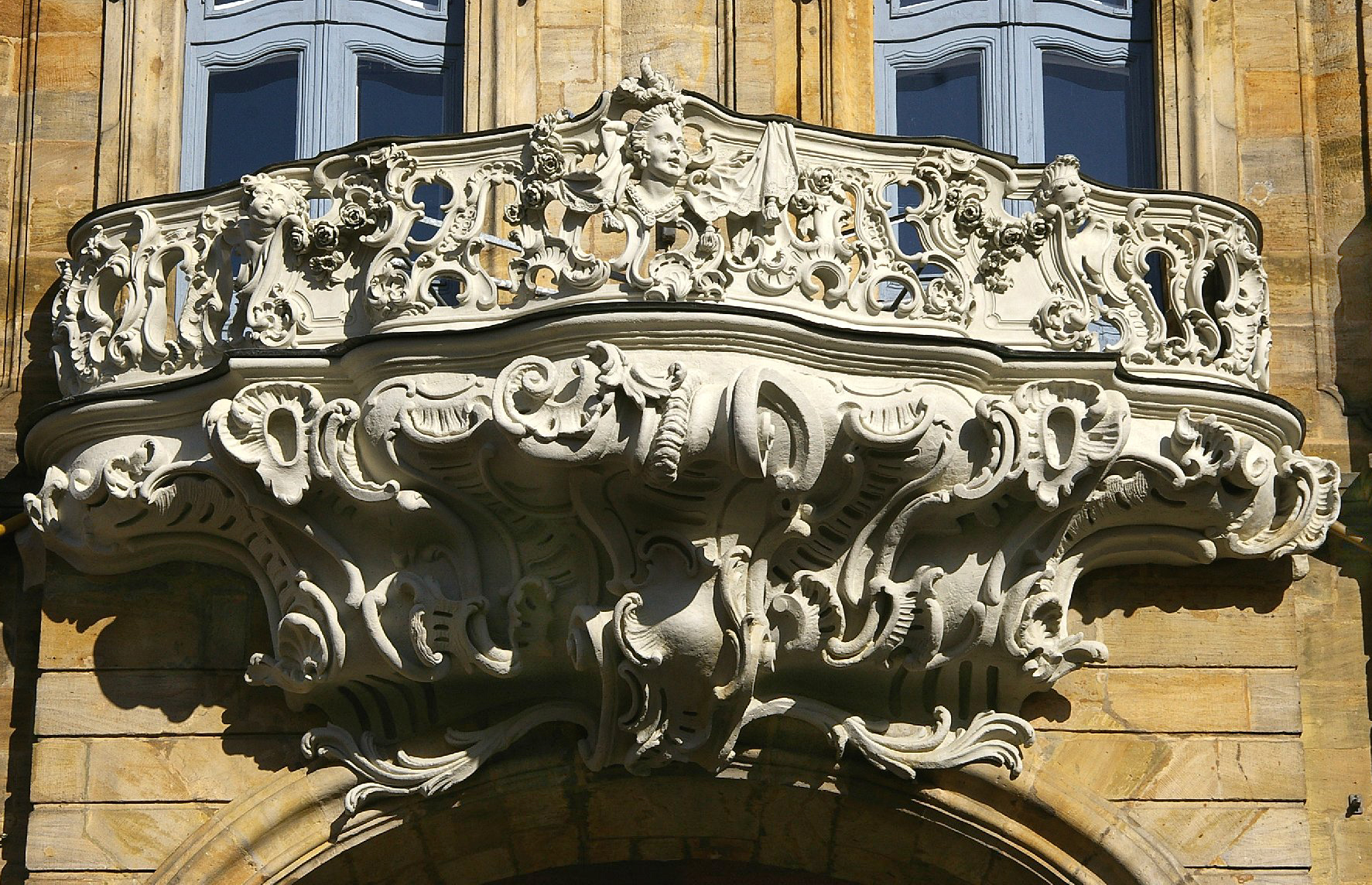 Balcony detail (photo: Wikimedia Commons)