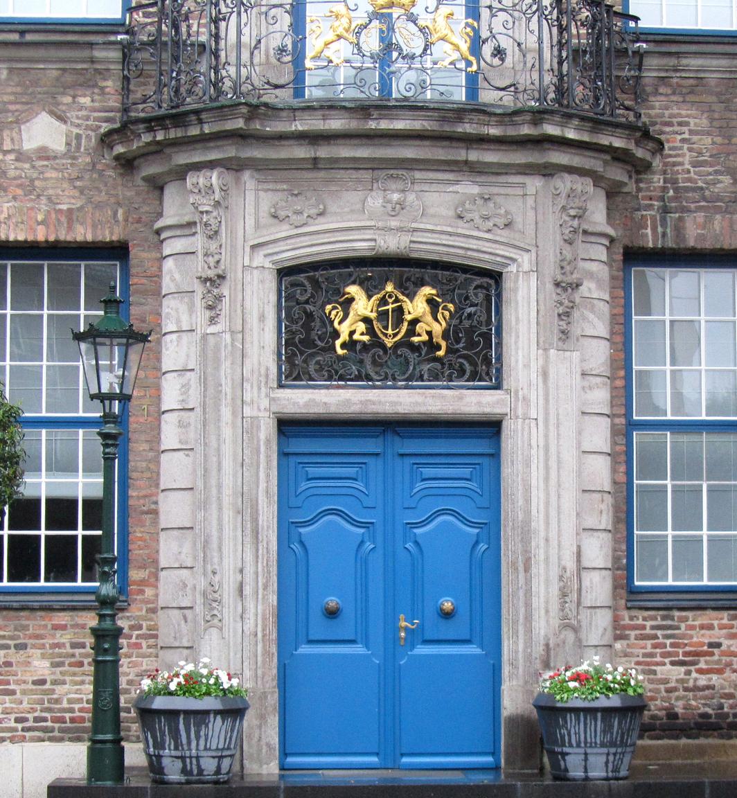 Düsseldorf city hall door (photo by John Hagstrom)