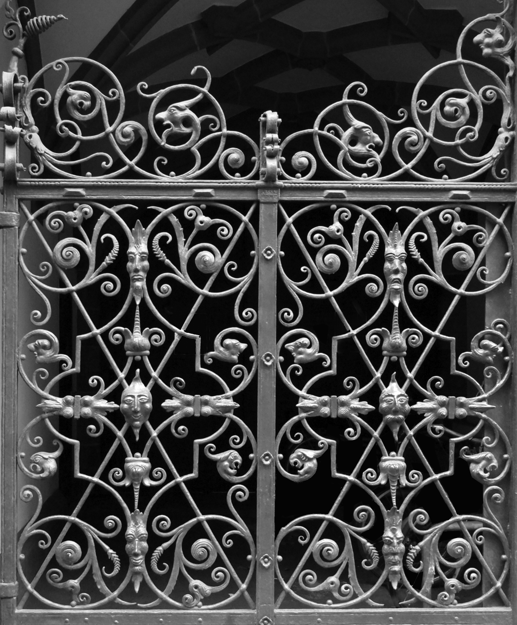Frankfurt ratskeller side gate (detail)