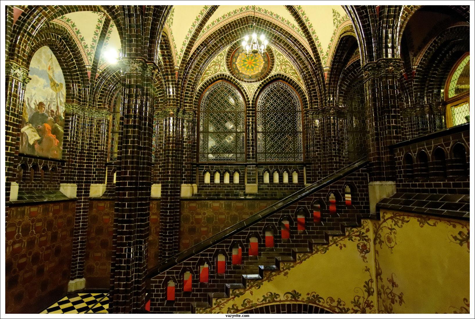 Interior stairwell (photo by vazyvite)