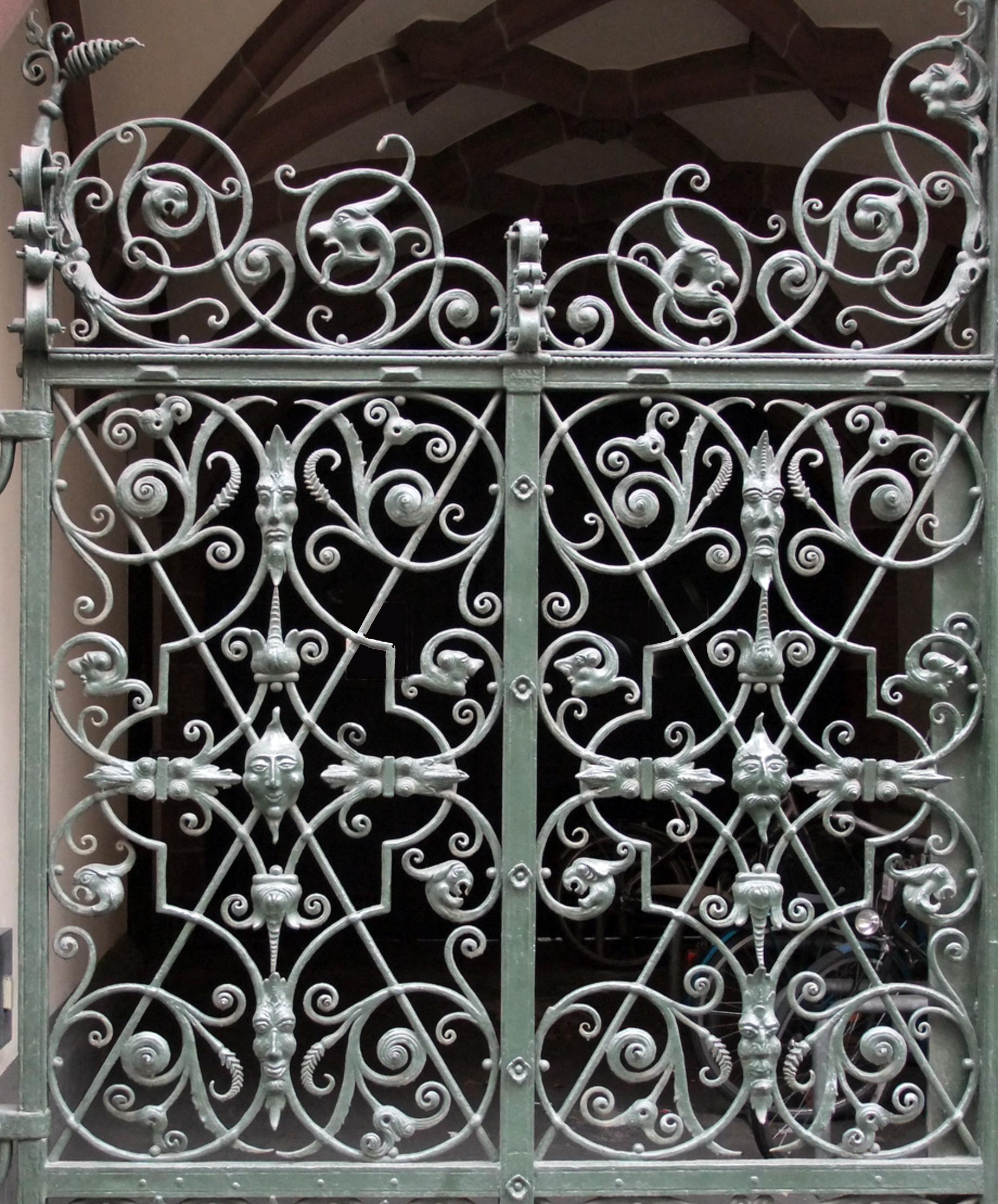 Ratskeller Side Gate (photo by Noosh SW)