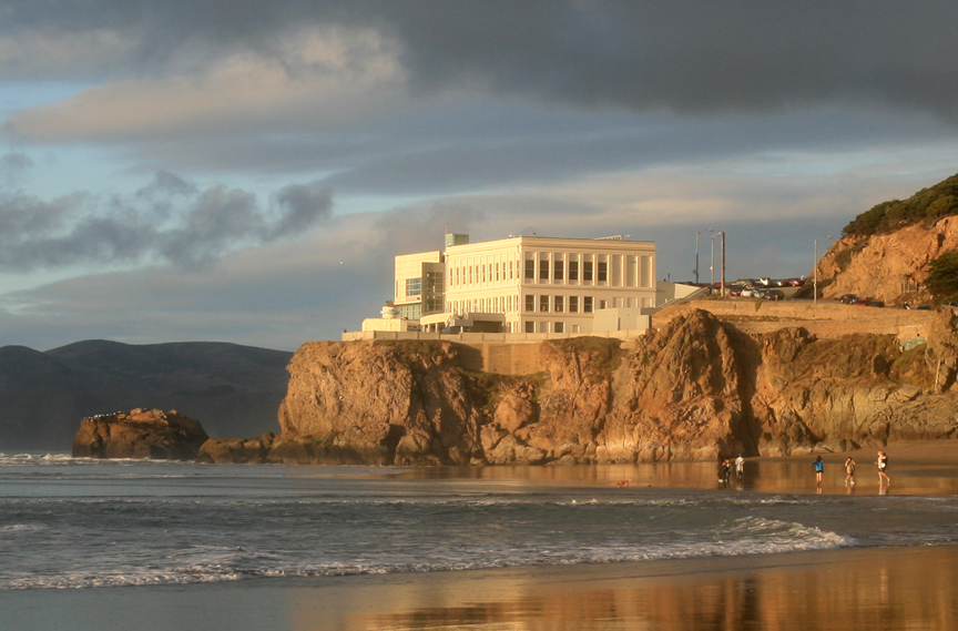 Current Cliff House, designed by Reid Bros. (Photo by Brocken Inaglory, 2010)