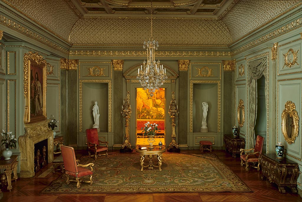 Modern restoration of a seventeenth-century Parisian salon