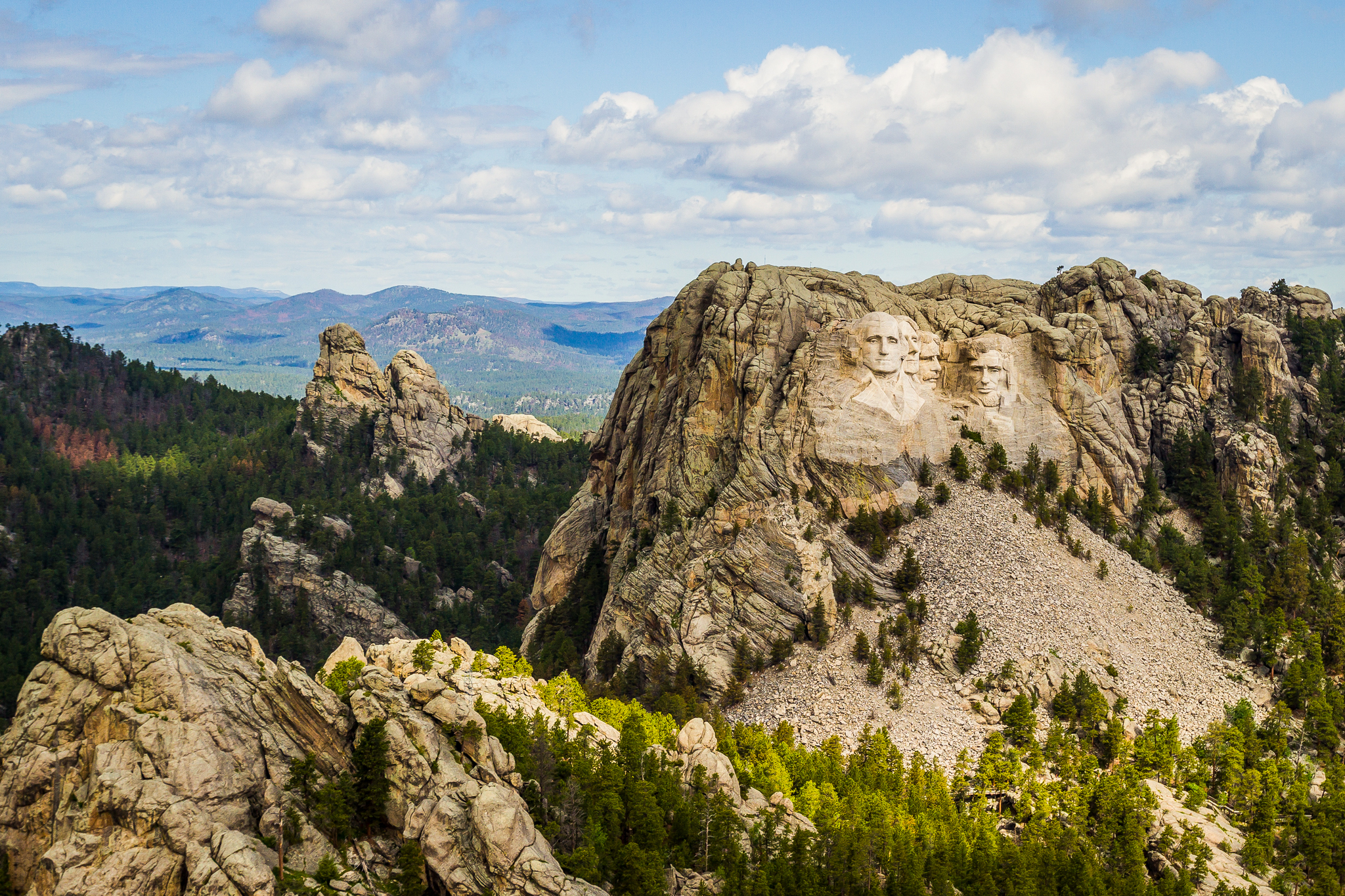 Majestic figures of George Washington, Thomas Jefferson, Theodore Roosevelt and Abraham Lincoln, surrounded by the beauty of the Black Hills of South Dakota, USA