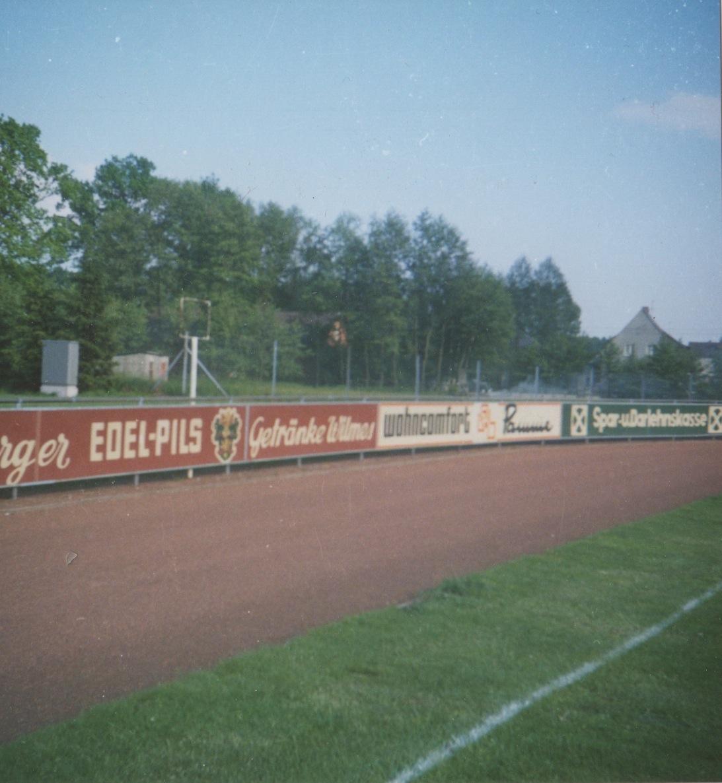 1973: Beginn der Sportplatzwerbung