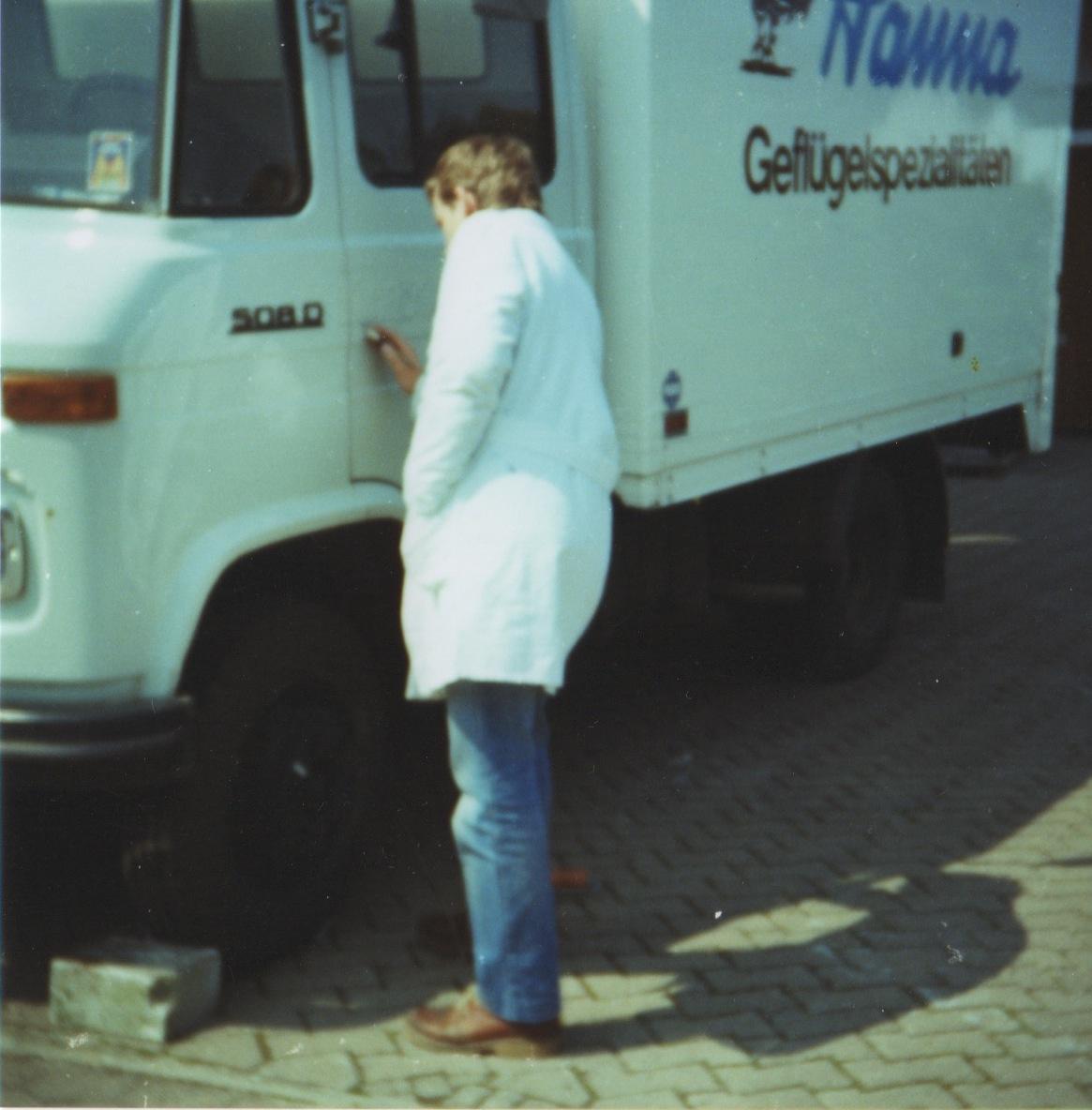 1982: Spezialisierung auf Beschriftungen und Schilder durch Ralf Neumann