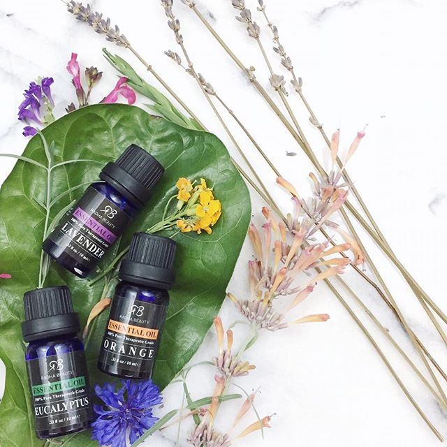 ᵀᴬᴸᴷᴵᴺᴳ ᴬᴮᴼᵁᵀ ᴬᴿᴼᴹᴬᵀᴴᴱᴿᴬᴾᵞ, ᴱˢˢᴱᴺᵀᴵᴬᴸ ᴼᴵᴸˢ ᴬᴺᴰ ᴼᴵᴸ ᴰᴵᶠᶠᵁˢᴱᴿˢ ᴼᴺ ˢᴵᴸᴱᴺᵀᴵᴹᴬᴳᴱᴿᵞ.ᶜᴼᴹ . . . . . #essentialoils #aromatherapy #oildiffuser #meditation #wellness #emotionalwellness  #ontheblog #blogger #silentimagery #anxiety #mentalhealth #stress #destress #mindfulness #peace #mindandbody #relaxation
