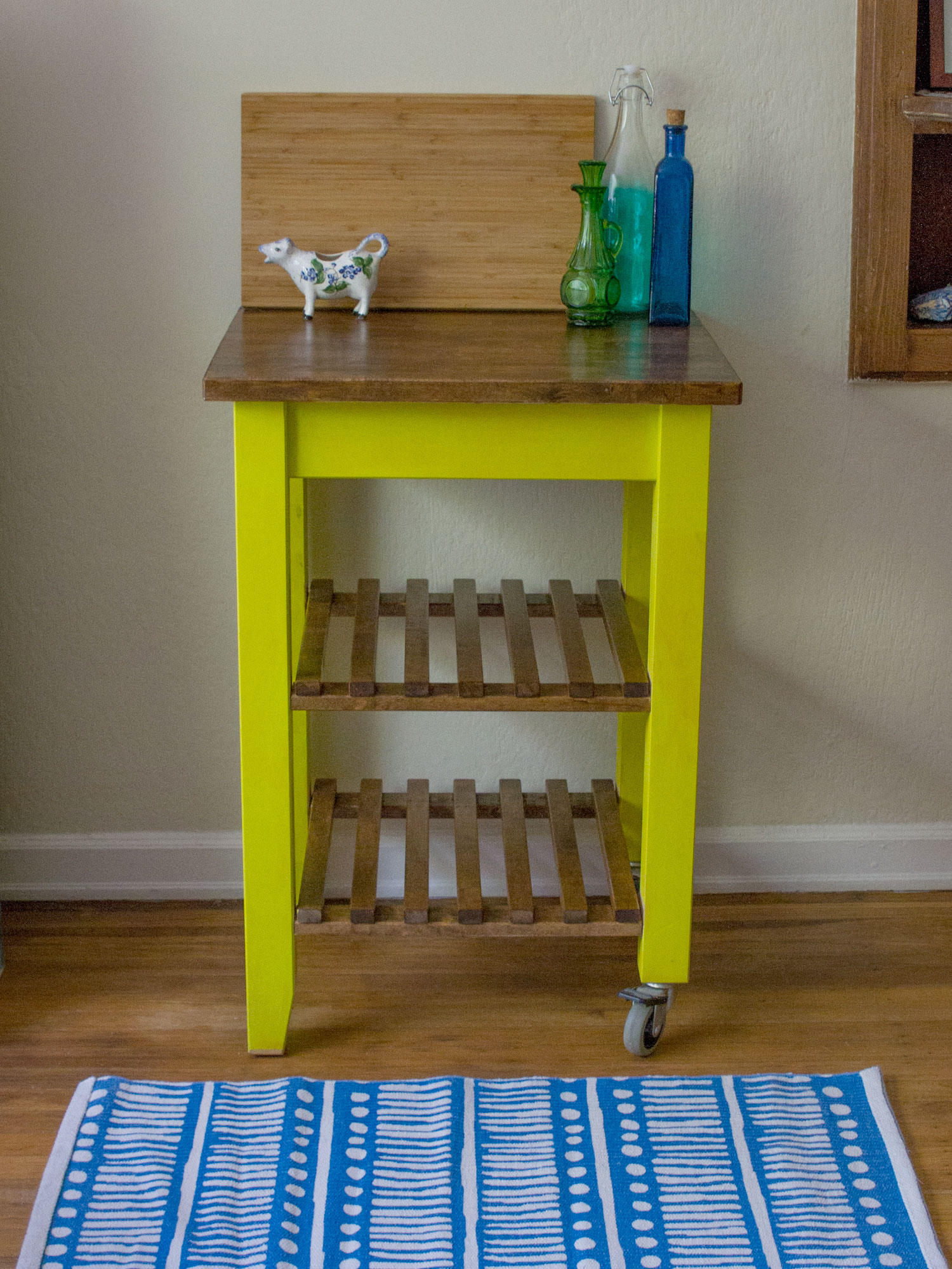 Kitchen island gets a cheerful facelift