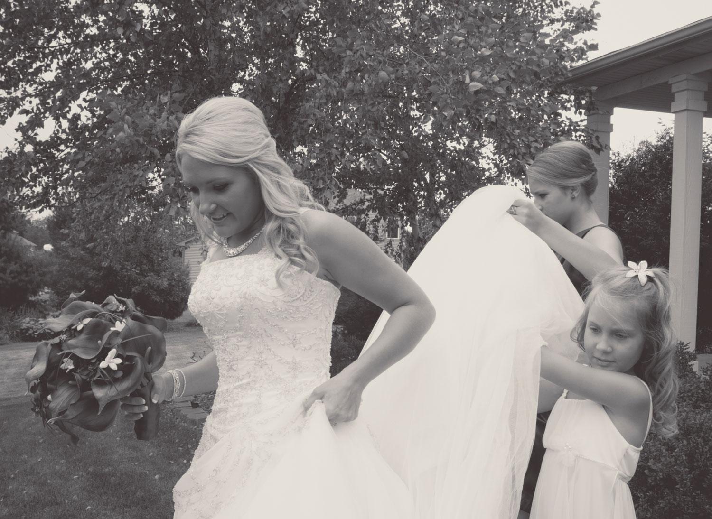 ElisabethBrandon_Wedding_10_BrynaShields.jpg